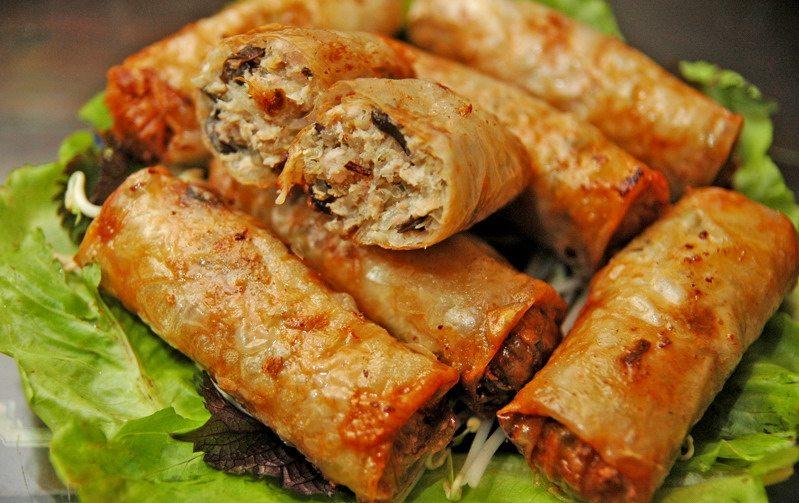Các món ăn ngày Tết dễ làm ở miền Bắc - Nem chua rán
