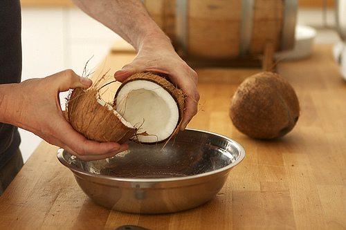 Cách làm mứt dừa ngon dẻo tại nhà ngày tết