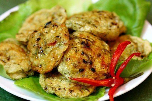 Làm chả cá cho món cháo canh Quảng Bình