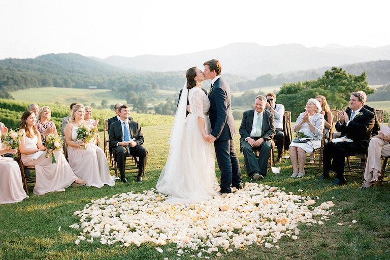 Kiếm tiền khi thị trường cưới hỏi vào mùa